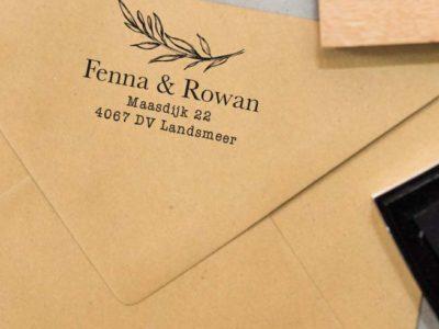 gepersonaliseerde adresstempel met handgetekende twijg