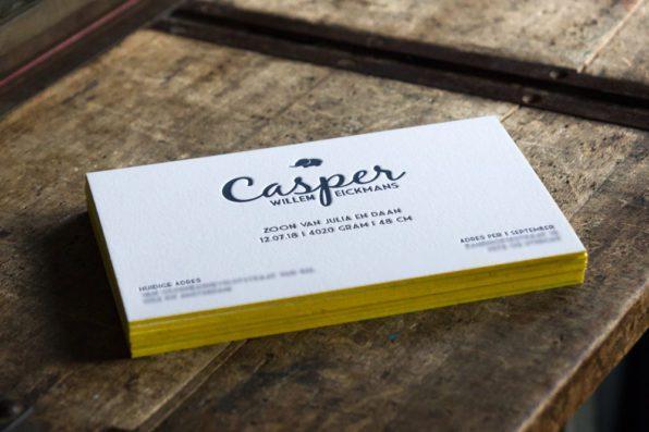 Letterpress geboortekaartjes met kleur op snede
