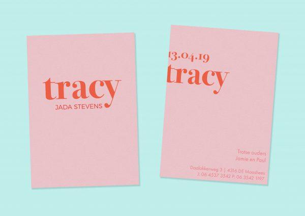 Geboortekaartje typografie roze op roze