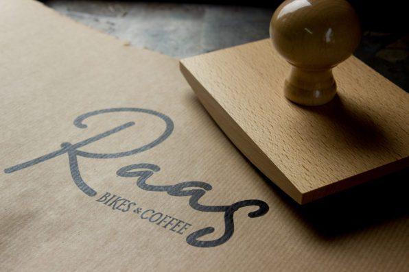wiegstempel logo papieren tas