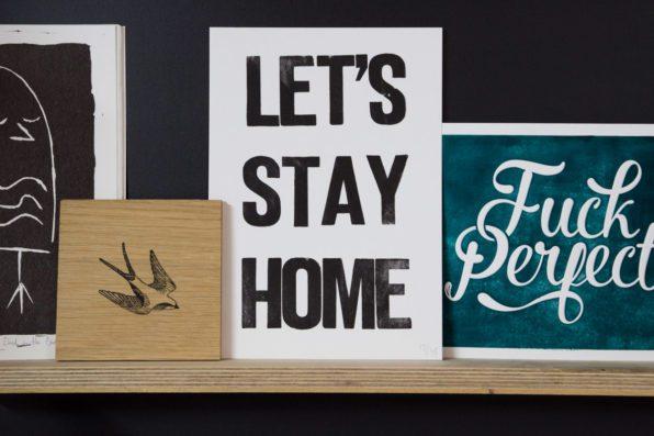 Handgedrukte print Lets Stay Home