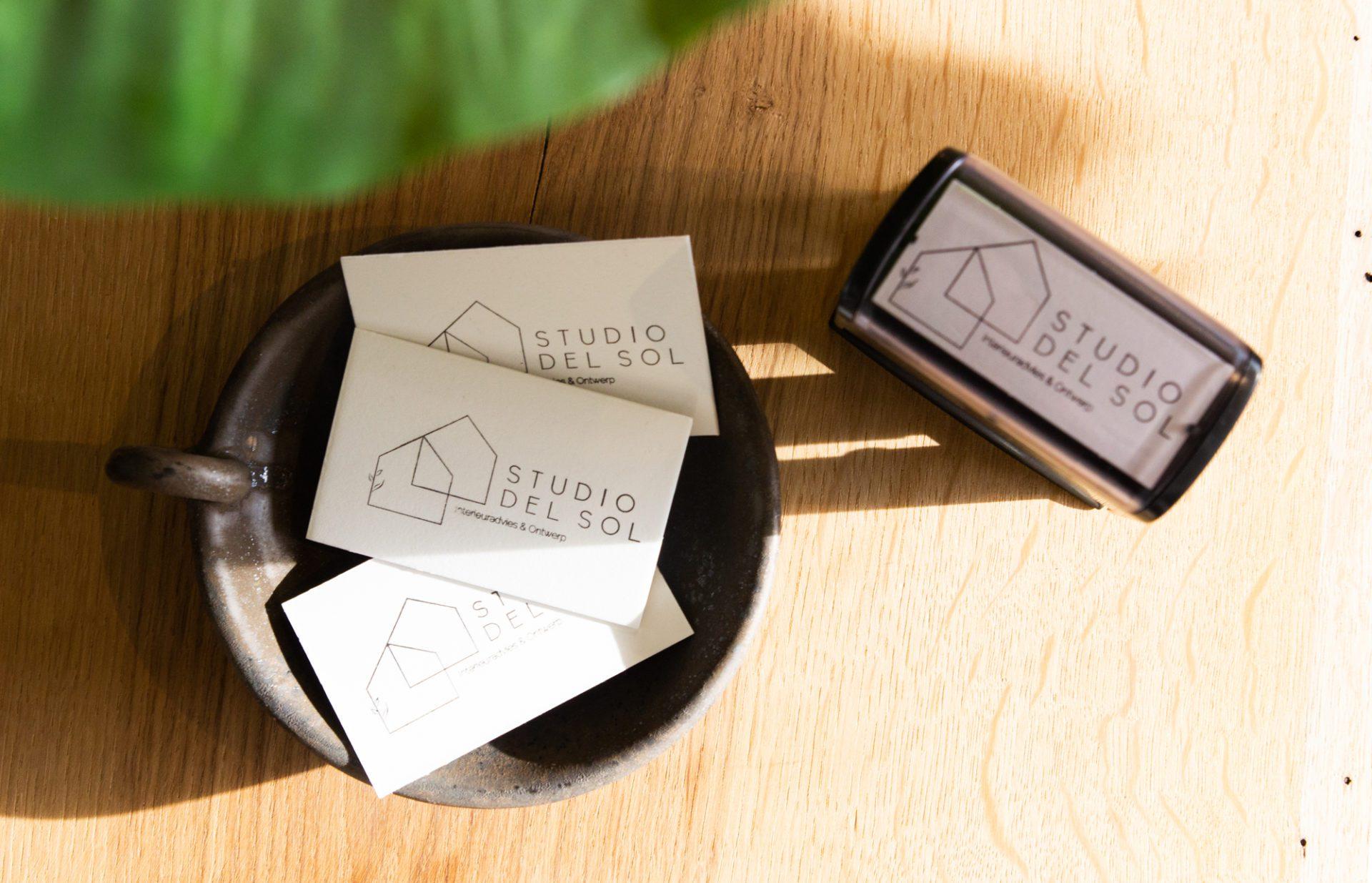 visitekaartje zelf stempelen met zelfinktende stempel