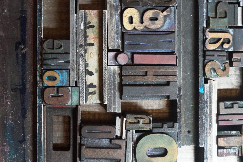 drukken met Oude houten letters