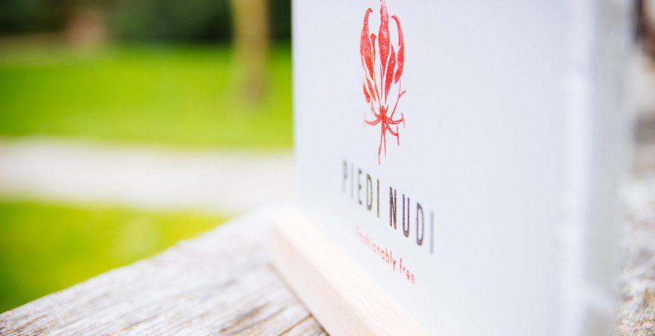 Branding Piedi Nudi met stempels