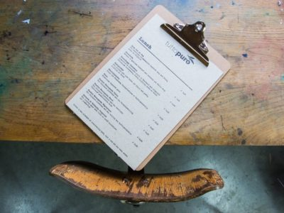 Menukaart op dik papier voor Tuto Puro