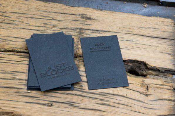 Zwart op zwart letterpress visitekaartje