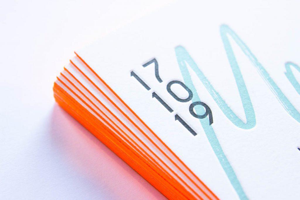 letterpress geboortekaartje kleur op snede fluor oranje