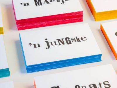 zwart-wit Letterpress wenskaart met gekleurde randen Limburgs Huuske