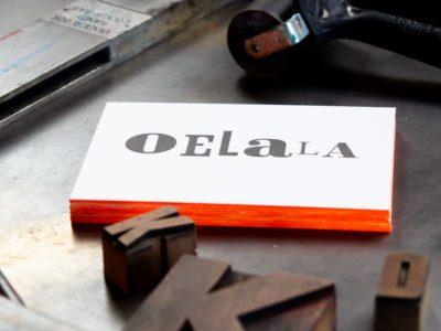 zwart-wit Letterpress wenskaart met gekleurde randen Oelala
