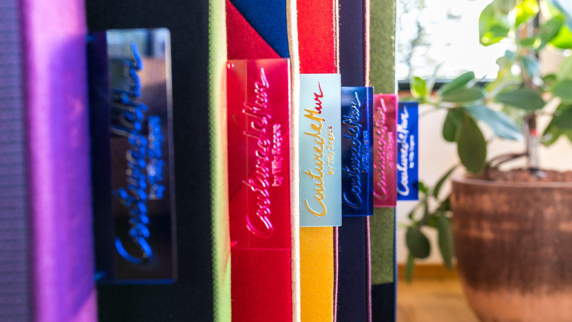 gelaserde labels acryl voor CouturedeMur