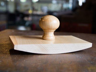 handstempel groot vierkante wiegstempel van hout
