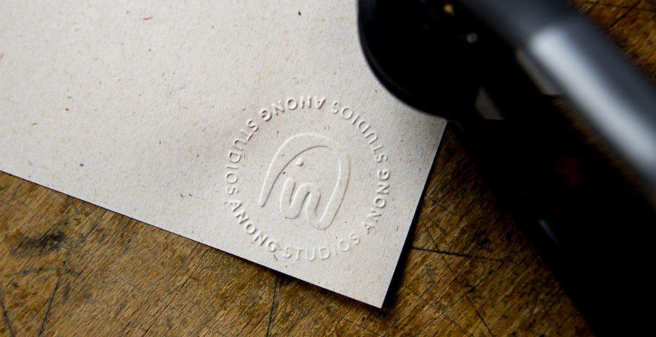 logo verhoogd in papier drukken