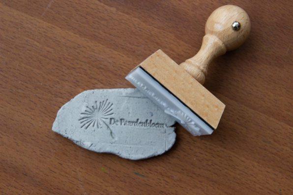 deegstempel en kleistempel met eigen logo